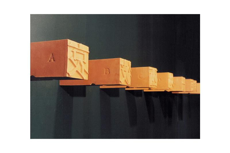 徐冰  | A, B, C… 陶, 1991, 8.9 × 8.9 × 17.8 公分 (36) 的圖說