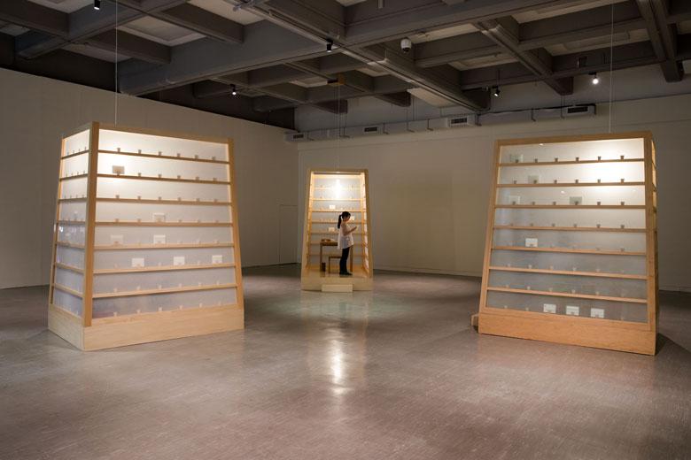 《魚雁計畫》 複合媒材互動裝置, 1998/2015   北美館展出現場 的圖說