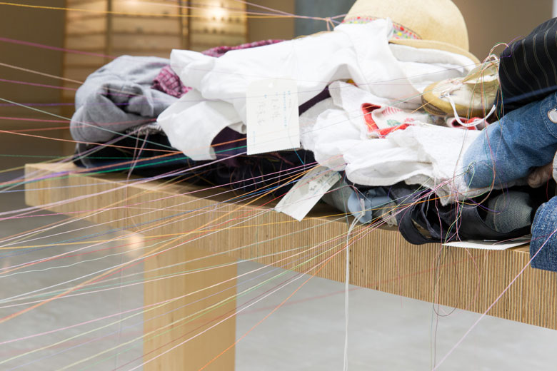 《補裳計畫》 複合媒材互動裝置, 2009/2015   曾文泉先生收藏,北美館展出現場 的圖說