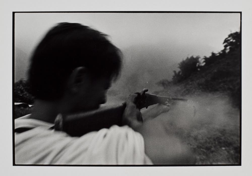 金成財  | 寂靜的槍聲 銀鹽相紙,  28x35 cm  藝術家自藏 的圖說