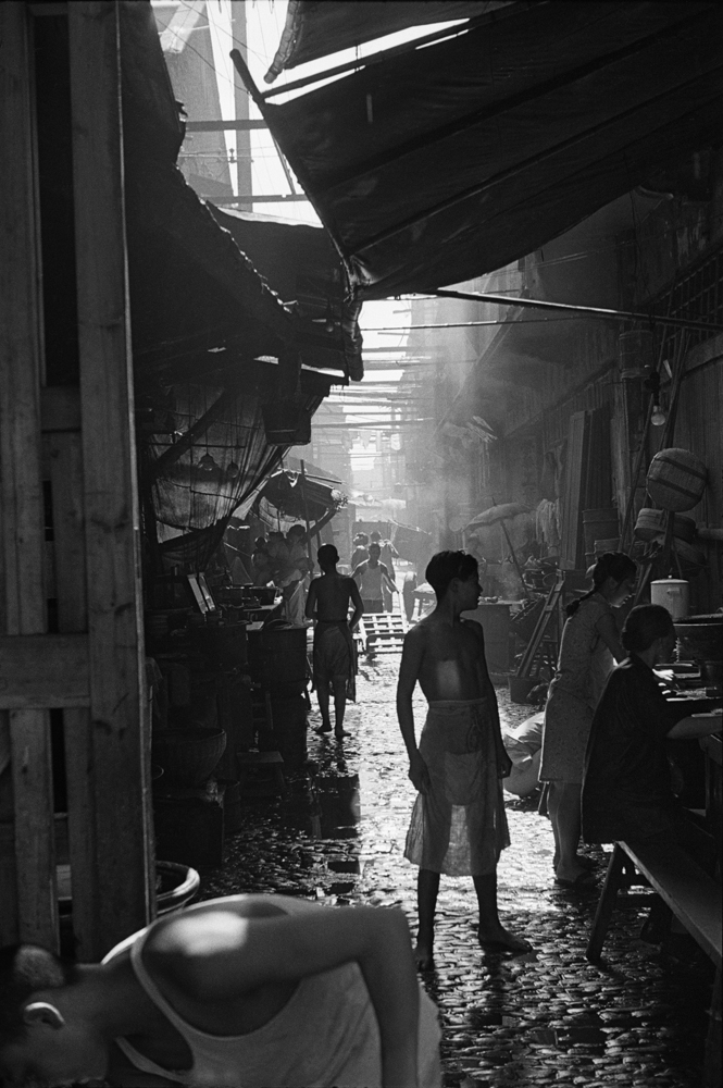 亨利.卡蒂埃.布列松  | 颱風天  上海,1949年7月底    © Fondation Henri Cartier-Bresson / Magnum Photos