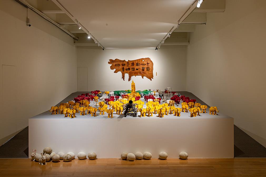 「大遷徙:盧明德」《潮間帶》展場  2021  ©臺北市立美術館 的圖說