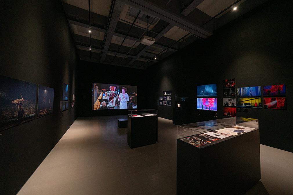 「塩田千春:顫動的靈魂」展出現場(劇場設計展區)  2021   圖像由臺北市立美術館提供, 攝影:林冠名